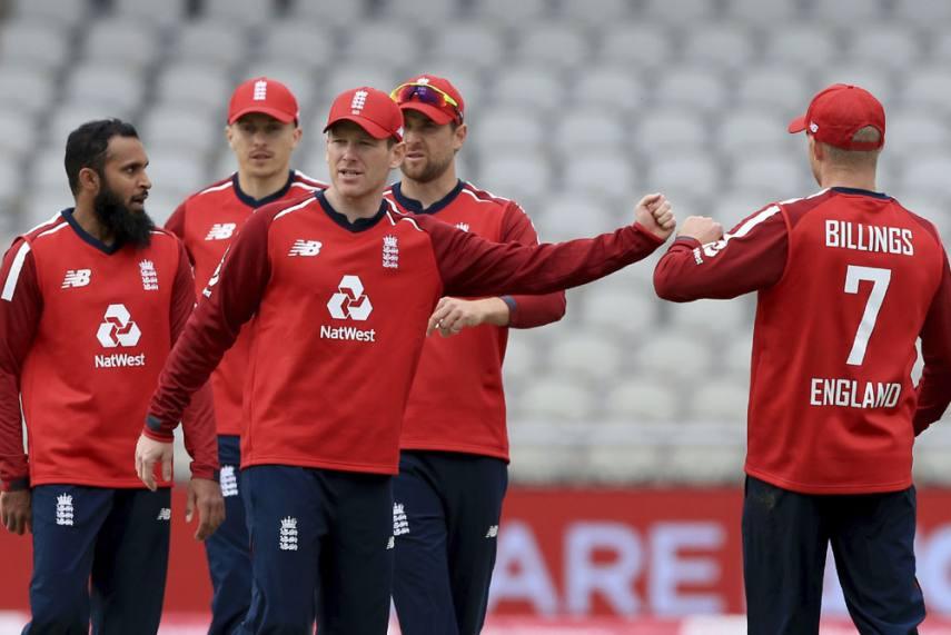 Captain Eoin Morgan with the England team