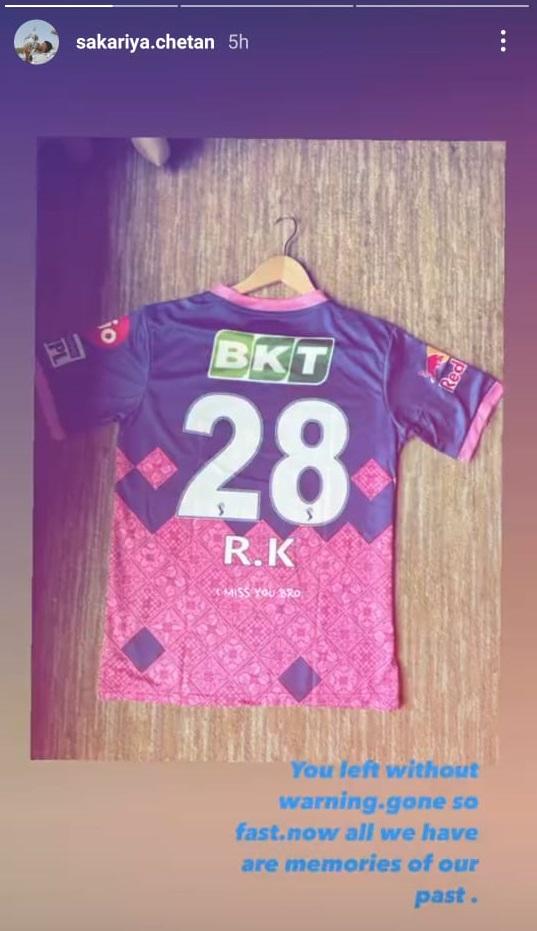 Rajasthan Royals gift jersey to Chetan Sakariya