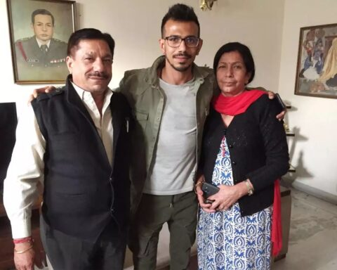 Yuzvendra Chahal with his parents (Photo- Twitter)