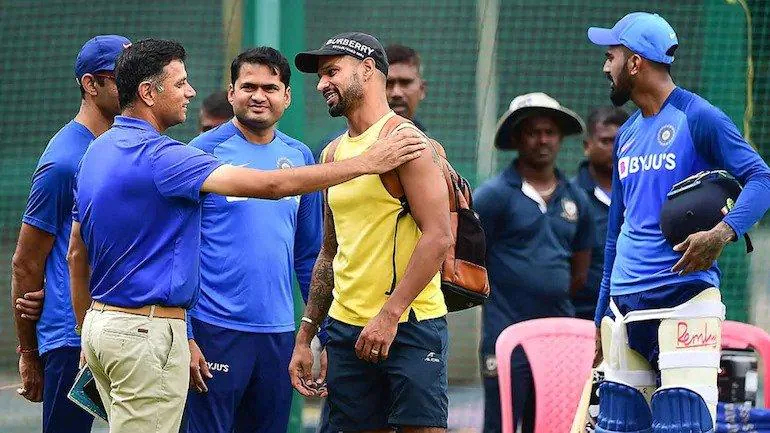 Rahul Dravid with Shikhar Dhawan (Photo-Twitter)