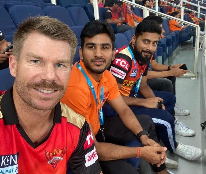 David WArner with Virat Singh and other SRH players. Photo- David Warner Instagram